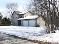 SPACIOUS FAMILY HOME WITH PARK AND LAKE ACCESS JUST