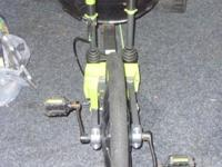 Huffy Boys Green Machine Three Wheel Bike, seat has a