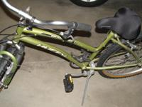 Huffy Broadmoor Girls Bike.  Great condition.
