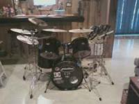 Pulse Pro 5 piece drumset. Black with black hardware,