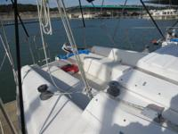 1986 Hunter 25.5 fin keel sailboat,needs glass repair