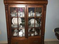 am selling a hutch by Universal solid wood excellent