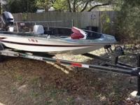 1988 Hydra Sport 17.5' Bass Boat. Powertrim. Bilge