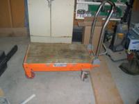 Hydraulic Scissor Table Cart 1000lb. maximum capacity.