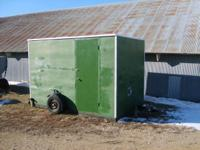 Descripción 7x10.5 ft ice fishing house has 6 holes,2