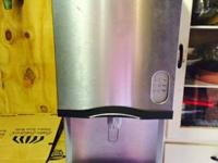 Manitowoc Countertop Nugget Ice Machine with water