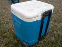 im selling my igloo cooler. its an ice cube. its very