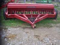 IH 5100 Drill, press wheels, excellent condition, used