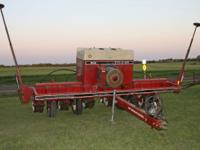 IH 800 Cyclo Planter. 6 row, 30 inch spacing. 540 pump.