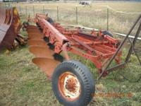 IH 70 7 BOTTOM PULL PLOW. GOOD CONDITION W/TRIP
