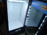 glass door cooler in wonderful shape, works wonderful