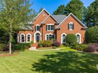 Immaculate executive home inrndesirable close-in Milton