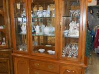 Impressions by Thomasville 2 piece Hutch, 3 glass