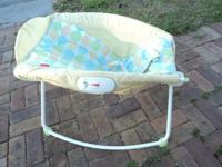 Very clean baby rocker made by Fisher Price Has