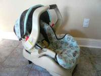Beautiful Graco Infant car seat with base. Excellent