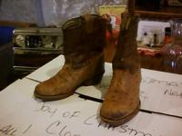 Kids' cowboy boots with an exotic look! These boots are