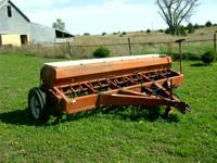 "International Disk Drill 10"" Dry Fertalizer Box, good"