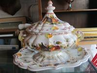 5 PIECE ITALIAN CHINA SOUP TUREEN  WOULD LOOK BEAUTIFUL