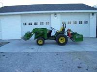2001 J.D. utility tractor with bucket, only 168 hours,