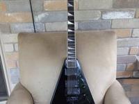 Jackson KV2 King V in Black made in USA with hardshell