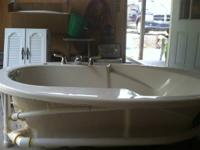 jacuzi bath tub new was never but in my home has been