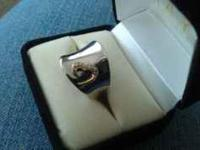 Jane Seymour silver nugget ring with gold heart and 11