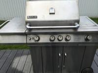 Jenn-Air 4 Burner Grill with Searing Hot Plate and Bun