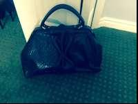 I am selling my Jessica Simpson purse. The purse is in
