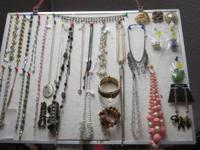 Bunches of precious jewelry - numerous classic items -