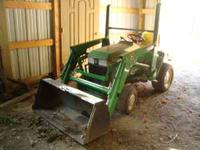 John Deere 425 Garden Tractor w/ 3pt hitch and pto. Has