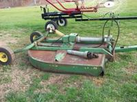 John Deere 7 foot 709 bush hog pull type with cylinder