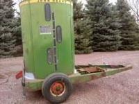 John deere 700 grinder mixer for bulk feed storage,