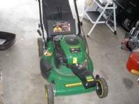 JOHN DEERE LAWN MOWER, REAR BAGGER AND SELFPROPELLED