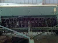 John Deere seed drill 8250 for sale. The seed drill has