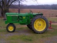 John Deere 3010 in excellent condition Tricycle front