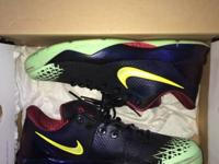 Kobe 4 Venomenom sz 12 (soles glow in the dark) worn