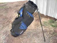 Like new Jr. Golf bag. Flip out stand, blue Please