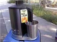 Waring Pro Juice Extractor.. or Juice Maker see pics ..
