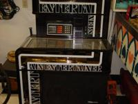 NICE OLD SEEBURG ENTERTAINER JUKEBOX. HAS 80 FIFTYS