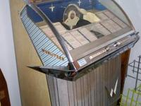 This Wurlitzer 2310S is a very good looking jukebox of
