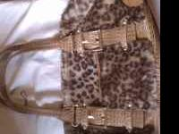 I am selling a leopard kathy Von Zeeland purse. Perfect
