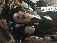 Great riding bike , windshield, leather like saddlebags