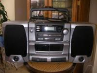 Im selling a Kenwood KVT-516 Digital in CD/DVD Player!