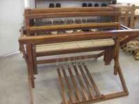 This is an older loom but in good condition. 4Shaft