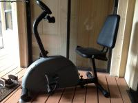 KEYS FITNESS (recumbent stationary bike)