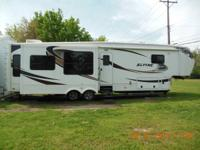 2011 Keystone 40 ft. fifth wheel for sale. Excellent