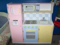 KIDKRAFT KITCHEN ..THIS IS A VERY CUTE CHILDRENS