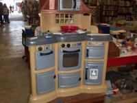 KIDS KITCHEN SET THE CHEFS FIRST KITCHEN $20.00 SEE