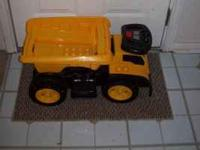 Caterpiller Mega Bloks Ride-on Dump Truck w/ a box full