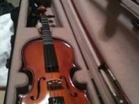 This is a gently used violin, it comes with extra steel